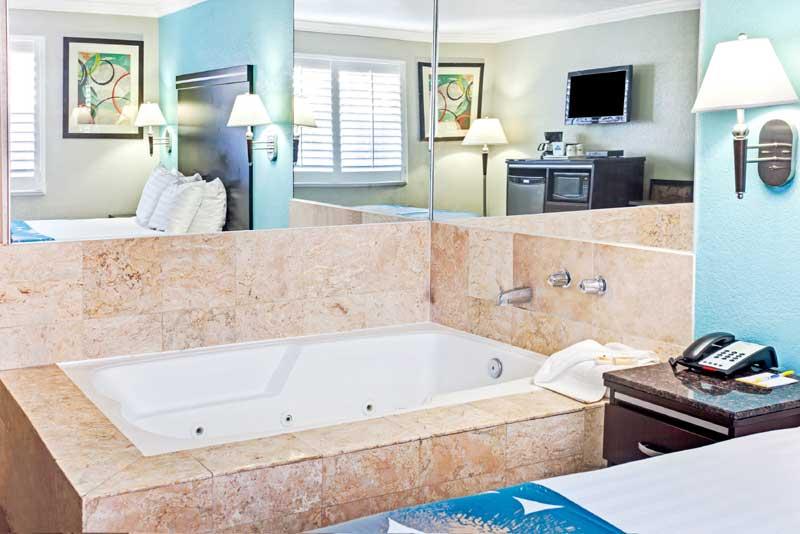 Gallery Pic 9 10 11 12 Days Inn Long Beach Ca