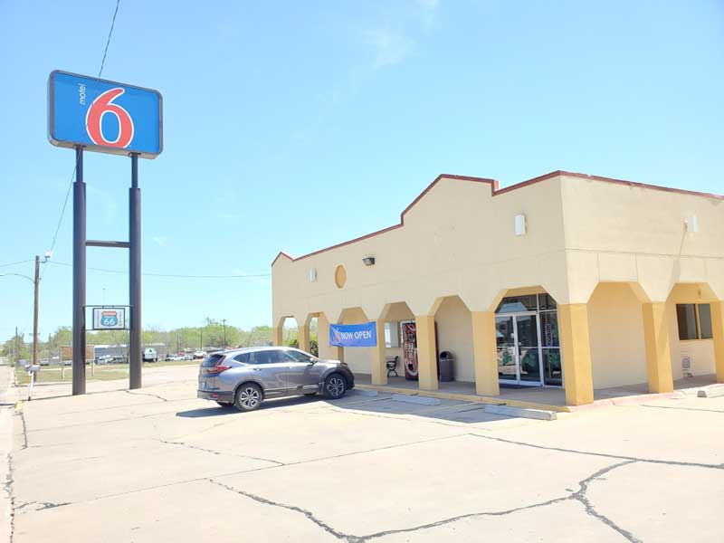 Free WiFi Hotels Motels Amenities Newly Remodeled Free WiFi Free Continental Breakfast Deluxe Inn Shamrock Shamrock TX Reasonable Affordable Rates Amenities Hotels Motels Lodging Accomodations Great Amenities Shamrock Texas